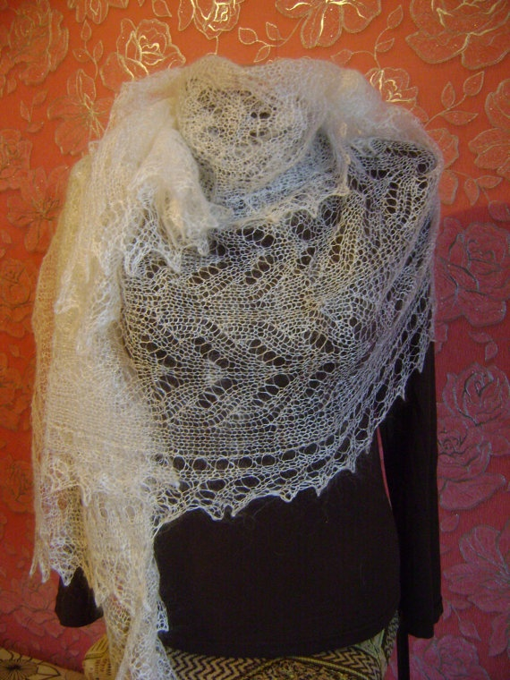 Snow White Natural Orenburg Shawl by KnittingShelf on Etsy, €38.00