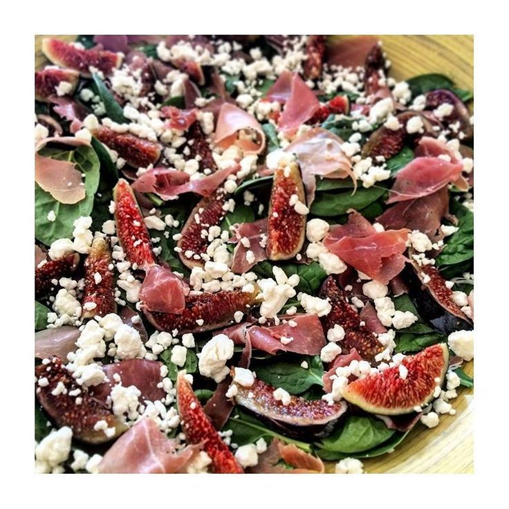 My Love Affair with #figs continues baby spinach with ham from Parma, fresh figs and crumbled goat cheese. Try it you will fall in love too #privatechef #personalchefs #sfeats #healthy #lefooding /lefooding/