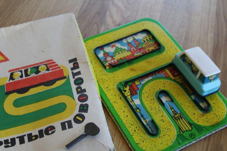 Крутые повороты. Игрушки СССР - http://samoe-vazhnoe.blogspot.ru/ #игрушки_заводные #игрушки_мальчики #игрушки_машинки