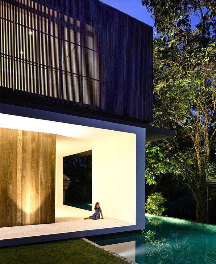Maison tropicale moderne avec une approche minimaliste