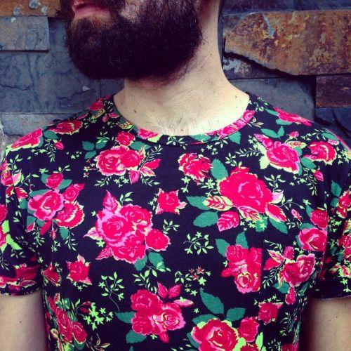 Flores y más flores! Nueva camiseta disponible en nuestra tienda. #belikepardo (at Pardo)