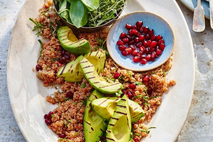 Quinoa met granaatappel & avocado  - Recept - Allerhande