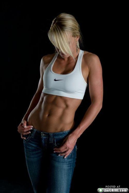 腹筋が綺麗をつくる!腹筋がきれいな女性7選 | 筋トレTIPS