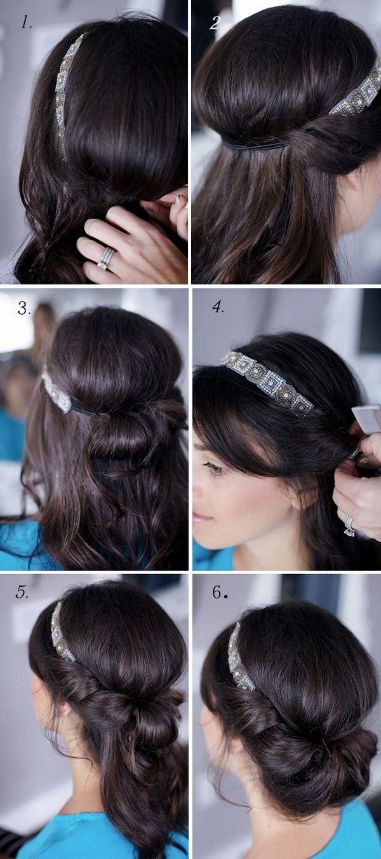 Peinado princesa con diadema.  Necesitas:  ✨ Cintillo decoradoque tenga cinta elástica.  ✨ Sujetadores (ganchos negros)  ✨Peine.  ✨Fijador en spray y Laca