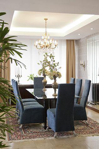 En los ambientes de esta casa se observa contrastes entre piezas muy modernas junto a elementos clásicos que no pasan de moda.  Foto: Chris Falcony  Ed. 51 CLAVE!