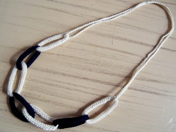Tuto bijou : un collier chaine en tricotin - Spool Knitting necklace Photo tutorial (in french)