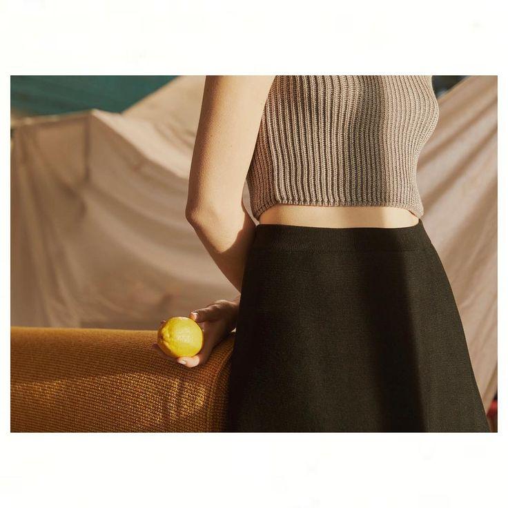 234 отметок «Нравится», 3 комментариев — MIRSTORES (@mirstores) в Instagram: «Черная юбки-миди и серый кроп-топ с блеском из весенне-летней коллекции MIRSTORES.⭐️ ▪Стоимость:…»