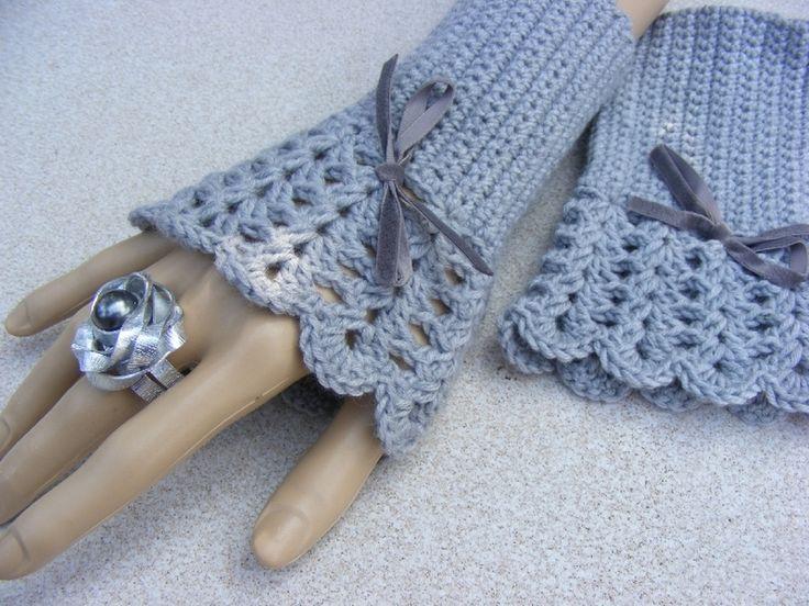 Schmückende Armstulpen grau von WollLiebe auf DaWanda.com
