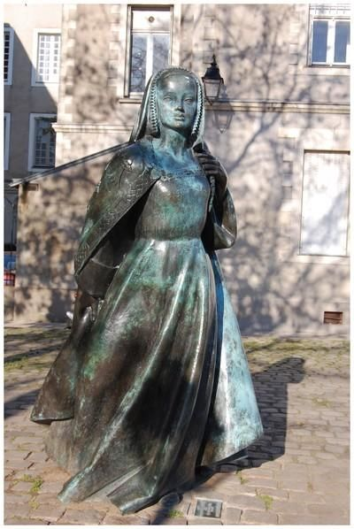 Anne de Bretagne - 1477-1514 - Dernière duchesse de Bretagne, deux fois reine de France - Joue un rôle politique notamment en préservant les droits coutumiers de la Bretagne féodale contre l'impérialisme de la France.