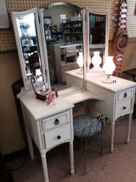 This amazing, vintage style vanity was auctioned off at out Mother's Day auction on May 9th. We were so happy to see all the moms and their families join us at the auction. Don't forget to enter our gift basket raffle, ending on May 31st! Join us at The ReUstore's next auction on June 13th!
