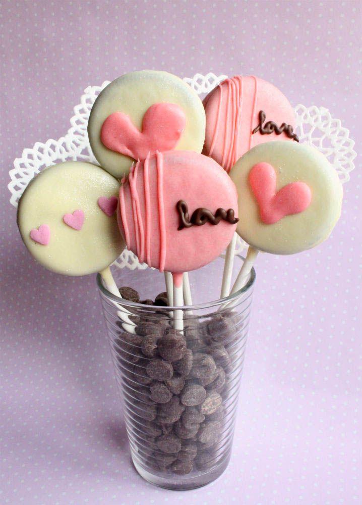 CUTE Valentine's Oreo Pops - recipe on { lilluna.com }