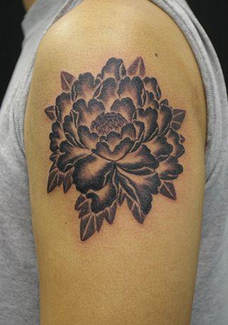 Peony Flower Tattoo | 牡丹 | Lucky Round Tattoo | 大阪のタトゥースタジオ
