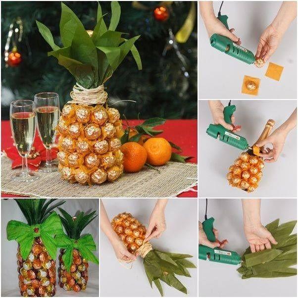 GARRAFA DE VINHO COBERTA DE BOMBONS Ideia para decorar a mesa para os eventos de fim de ano,... https://www.facebook.com/pages/Chiquinha-Artesanato/345067182280566: Champagne Bottle, Diy'S Christmas Presents, Diy'S Birthday Presents, Christmas Presents For Mothers, Birthday Gifts Idea, Pineapple, Hostess Gifts, Housewarming Gifts, Christmas Presents Idea