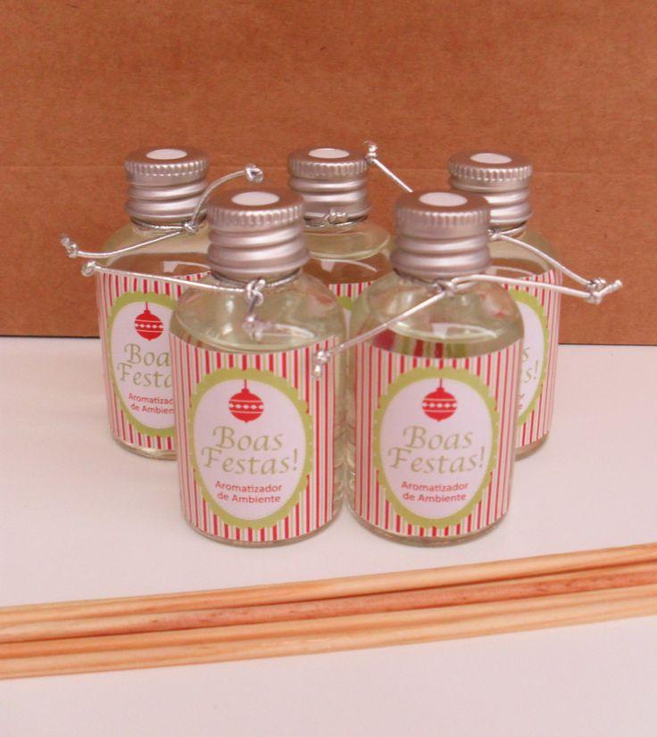 Mini - Aromatizador de Ambiente: pode ser usado como lembrancinha de Boas Festas, Dia dos Professores, Secretária, Médico, Dentista, entre outros temas, ou com seu logo para presentear os seus clientes. <br> Acompanha 2 varetas, cartão e saquinho de celofane. O rótulo e cartão são personalizados. O frasco é de vidro. Consulte os aromas: baby, lavanda, algodão, <br>bambu, capim limão, verbena.