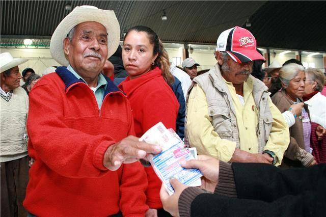 A finales de 2005, declaró su intención de aplicar un plan de ayuda económica a personas ancianas de escasos recursos que se implementó en marzo de 2006.