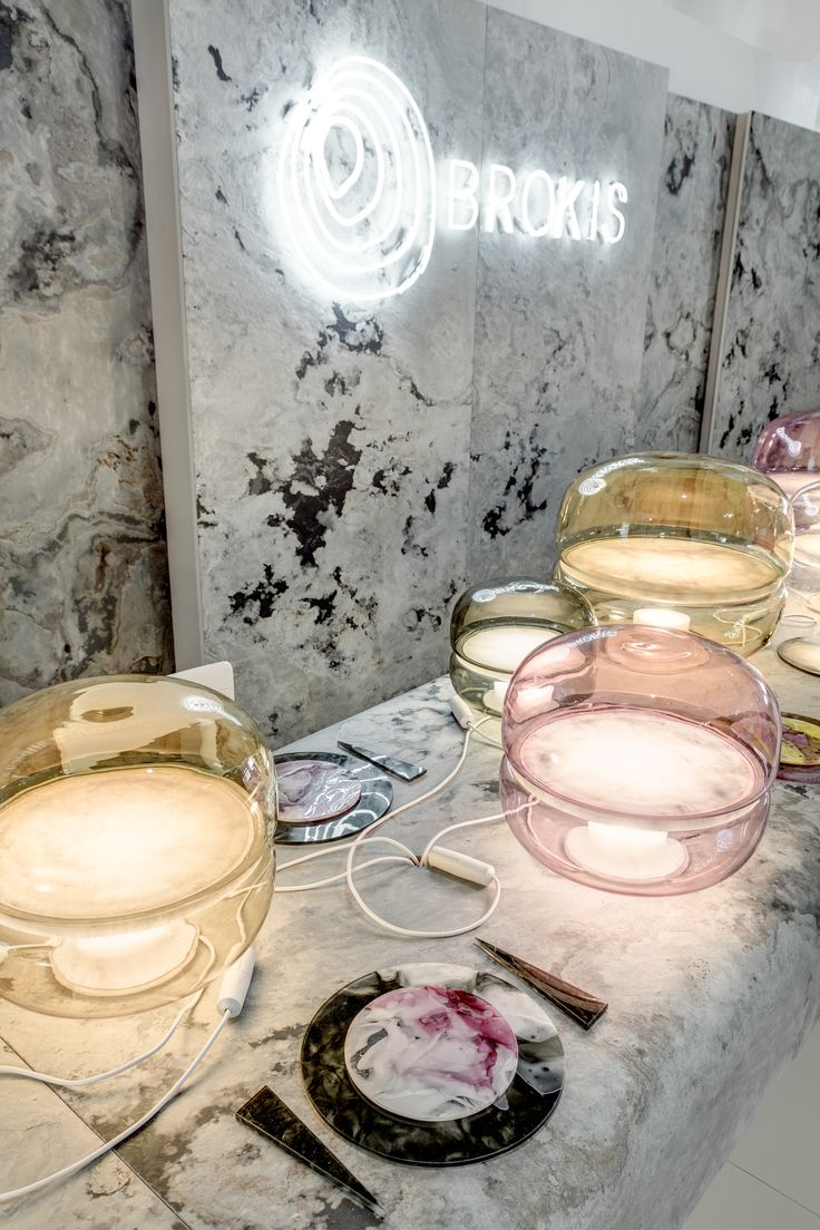 Wishing you a joyful advent and a brilliant holiday table inspired by Macaron.