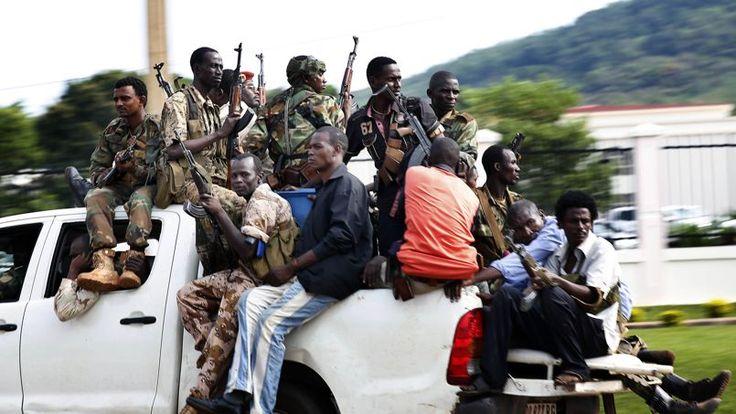 05.12.13 /  250 soldats français déployés dans Bangui / Des tirs nourris ont retenti très tôt ce matin dans plusieurs quartiers de Bangui. Les anti-Balakas (anti-machettes, surnom des rebelles) n'ont pas attendu le vote de la résolution de l'ONU pour passer à l'action. Depuis 5 heures environ, des explosions et des rafales résonnent dans les quartiers nord de la ville.