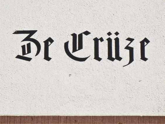 Ein Streifzug durch St. Johanns-Vorstadt und die Altstadt Kleinbasel — Kamera vor der Nase und Schrift im Fokus.