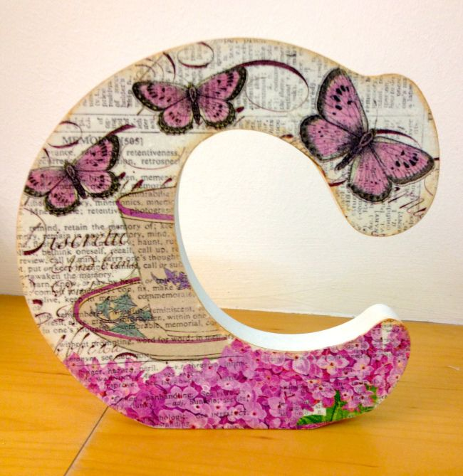 Letra C decorada #letterdecoupage #decoupage #Vintage #letradecorada #woodletter #letramadera #lletrafusta #letterwood #marionahandmade