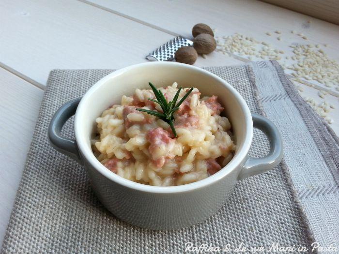 Il risotto col tastasal è un primo piatto tipico della zona di Verona, che per l'abbinamento degli ingredienti può fungere anche da piatto unico.
