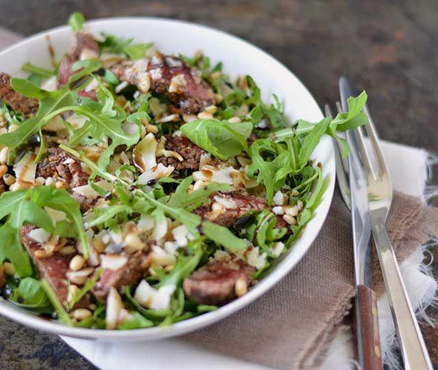 Tagliata. Verglijkbaar met carpaccio deze Italiaanse biefstuksalade genaamd Tagliata. Binnen 15 minuten op tafel. Heerlijk, zomers.