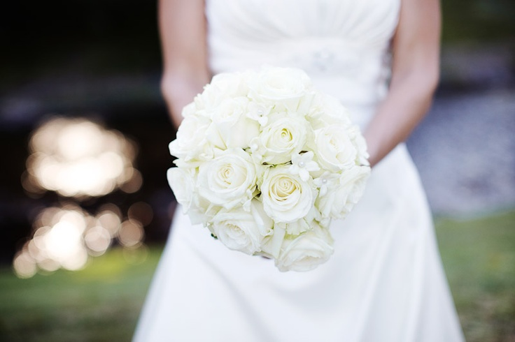 white roses bouquet wedding flowers brautstrau rosen wei pastell hochzeit pinterest. Black Bedroom Furniture Sets. Home Design Ideas
