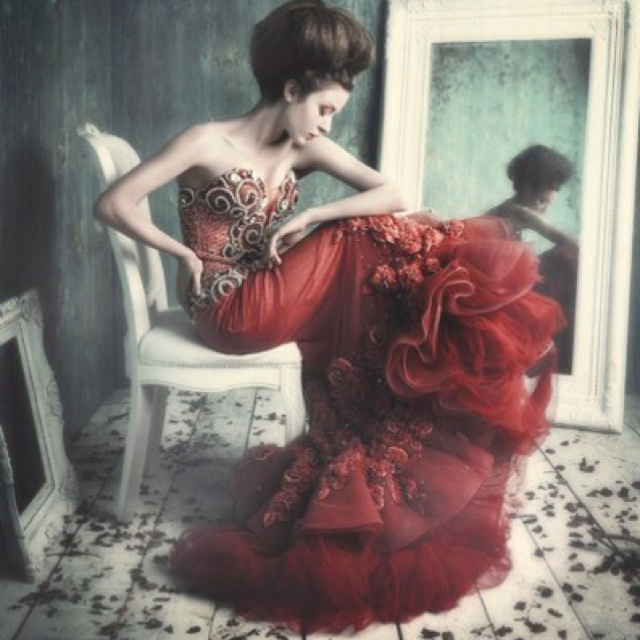 Beautiful dress and mood!: Mirrors, Red, Art, Beautiful, Dresses, High Fashion, Fashion Photography, Fashionphotography, Haute Couture