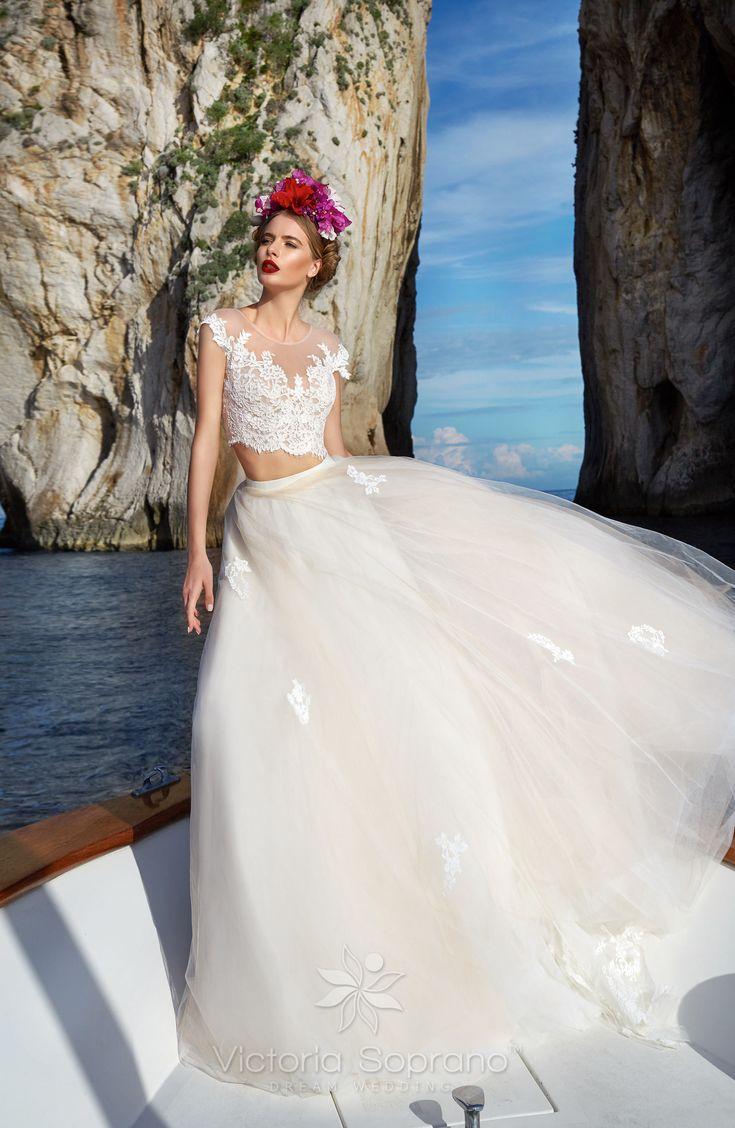 SANDRA A szalonban ekrü színben próbálható #wedding, #weddingdress, #nefelejcsruhaszalon, #esküvőiruha,#esküvő, #menyasszonyiruha,#menyasszony