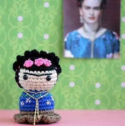 Frida Kahlo. http://www.instructables.com/id/Little-Frida-Kahlo/?lang=es