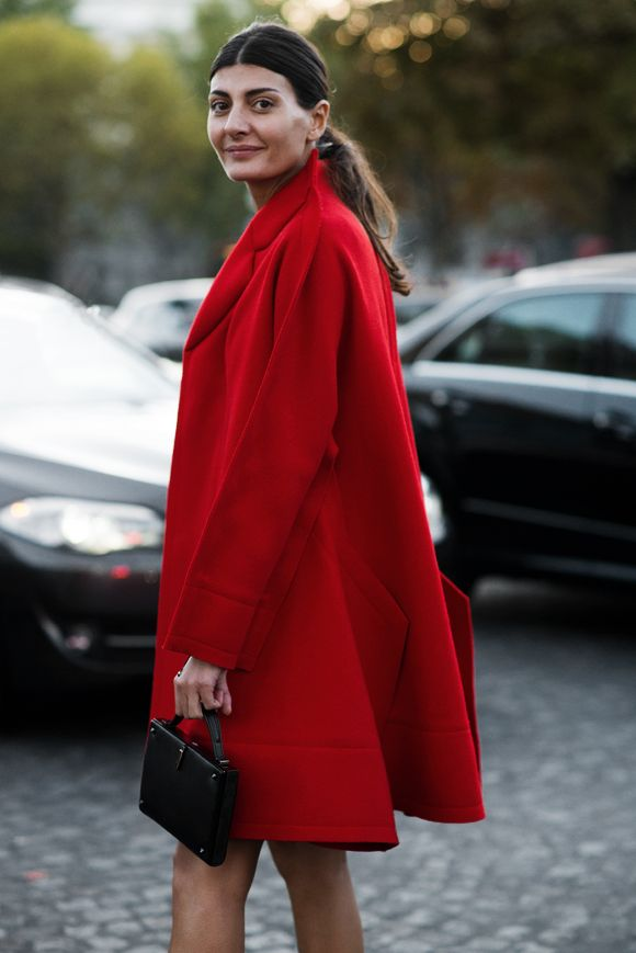 Giovanna Battaglia is the lady in red.