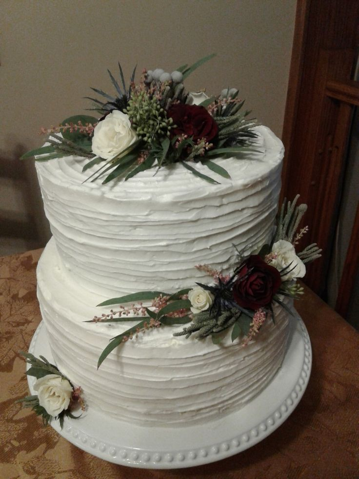 Romantic two tier wedding cake for Laurel and Mark 2017