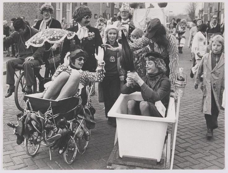 Van GILZE EN RIJEN zijn ruim 1200 foto's te bekijken via de website. Daaronder zijn veel foto's van Carnaval, wat een vrolijk tijdsbeeld geeft.
