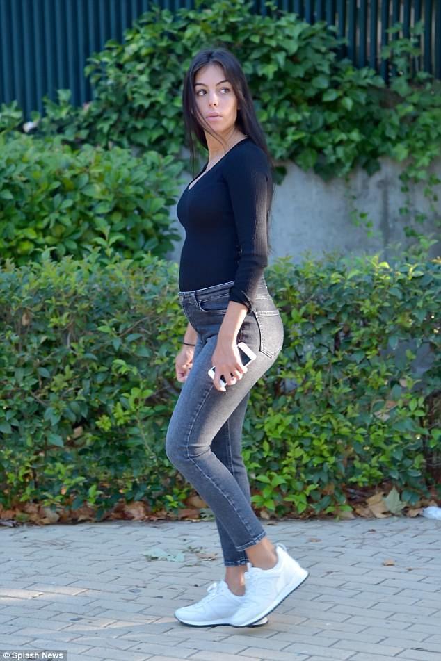 Georgina Rodriguez.. #stylethebump #chicbump #dressingthebump #sexybump