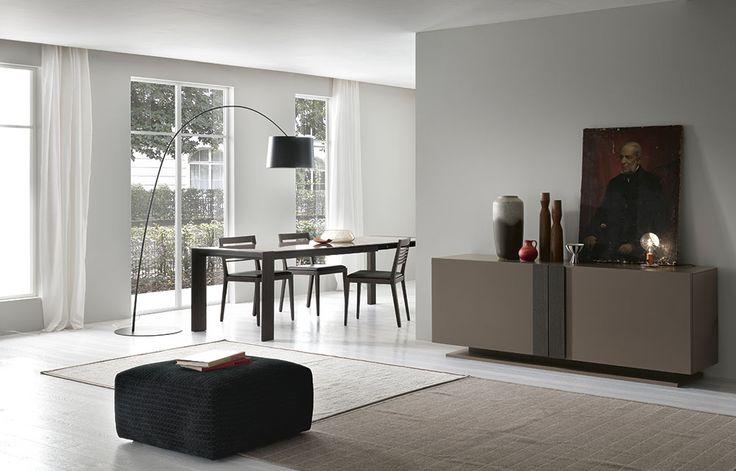 Complementi by ALF + DAFRÈ. GLAMOUR 2.0, Credenza ad Ante con chiusura assistita. Finitura: opaco Argilla; maniglia Fashion wood Rovere Carbone.
