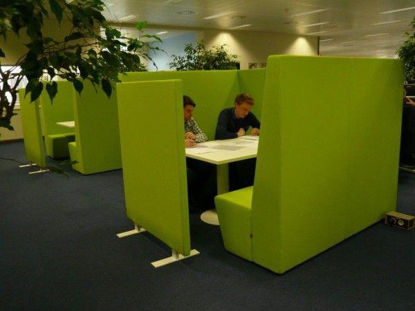 Akoestische werkplek. te gebruiken als stilteplek of juist voor overleg.