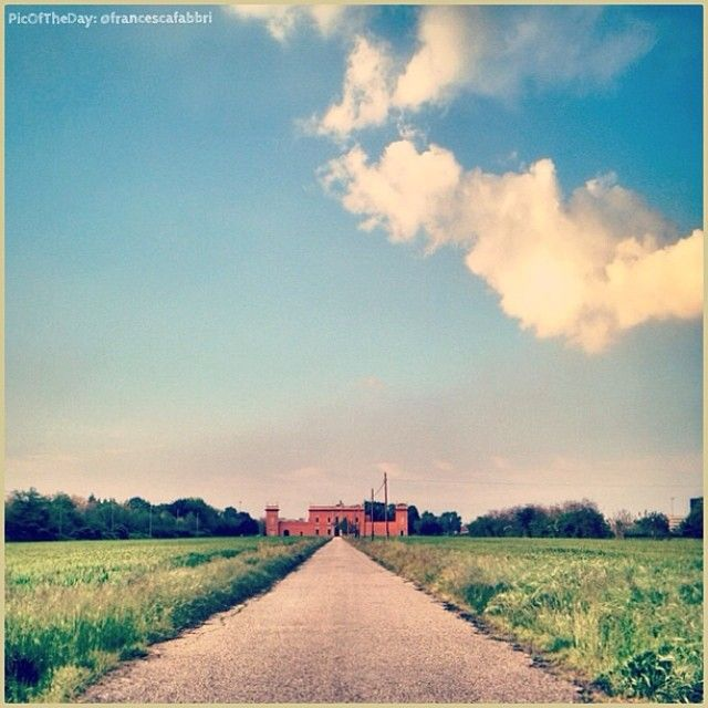 Grazie Turismo Emilia Romagna! La #PicOfTheDay #turismoer di oggi ci porta nella quiete pomeridiana della #campagna bolognese #Castenaso. Complimenti e grazie a @Francesca Galafti Fabbri / Today's #PicOfTheDay #turismoer takes us to enjoy a the quiet afternoon of #Bologna's #countryside. Congrats and thanks to @Francesca Galafti Fabbri