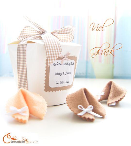 Individuelle Glückskekse-BOX ♥ Geldgeschenk ♥ von CinnamonBee auf DaWanda.com