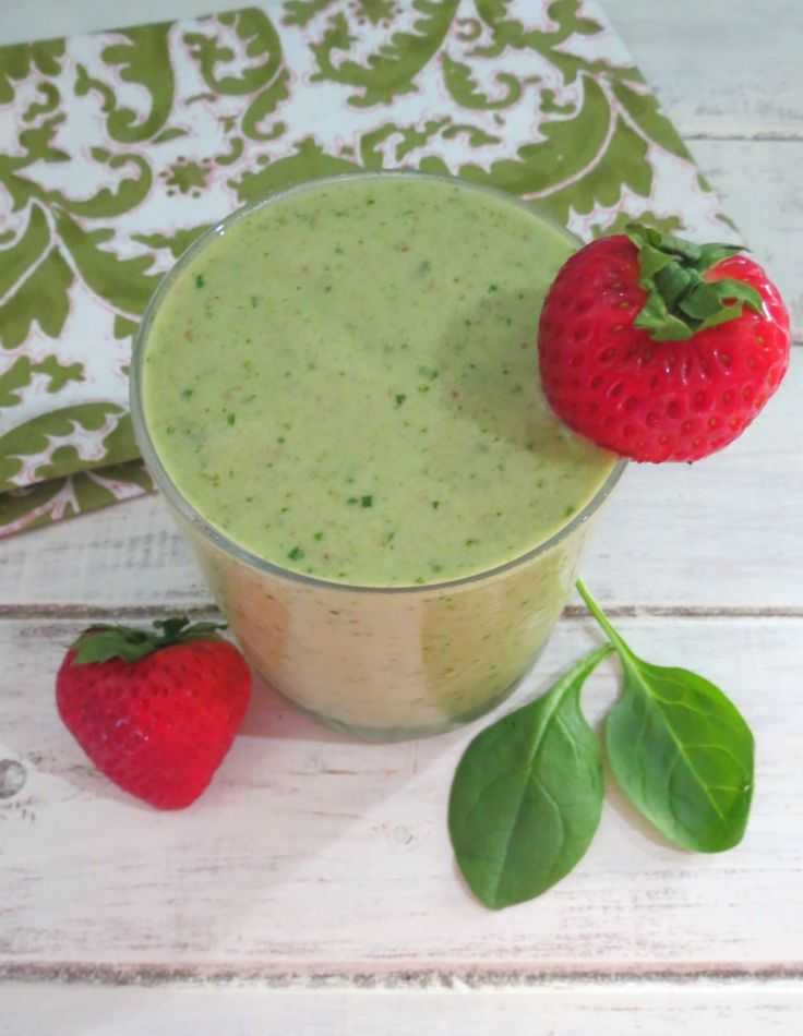 Debloating Smoothie - banana, strawberry, pineapple, spinach, coconut milk
