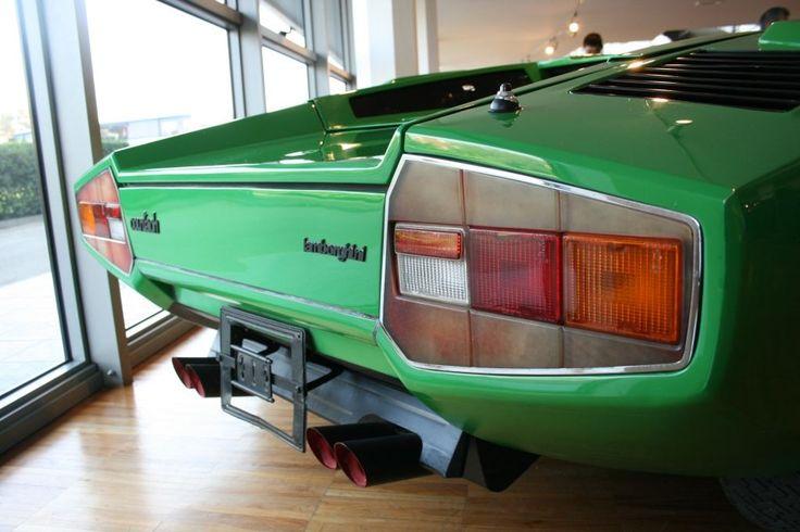例のムック本に書かれているような 3号車ではありませんし、塗装もグリーン・メタリックと書かれてありますが、薄い緑のソリッドカラーです