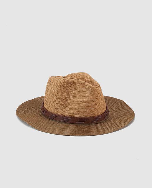 Me pongo este sombrero para el ocio. Este marrón y más grande que mi cara. Prefiero llevar con los gafas de sol negros.