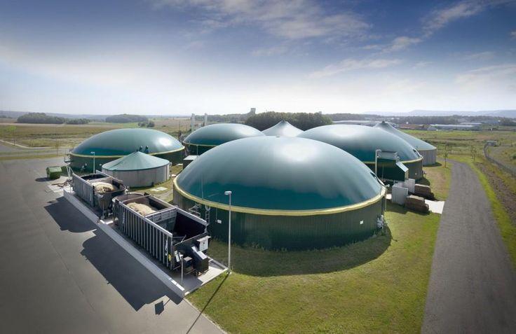 Biogasanlagen sind neben Wasserkraftwerken, Solaranlagen, Wasserkraftwerken und Biomasseheizkraft eine wichtige Komponente erneuerbarer Energieträger.Die Anzahl der Biogasanlagen ist in Deutschland in den letzten Jahren ständig gewachsen. Mit dazu beigetragen hat das Erneuerbare-Energien-Gesetz (EEG). Dieses Gesetz regelt die Vergütung des aus der Biomasse gewonnenen Stroms. Im Zeitraum von 20 Jahren sinkt die Vergütung bei Neuanlagen um jährlich...