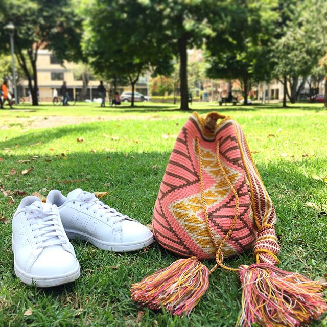 Shoes off, feet in the grass Happy Sunday loves! #wayuubags Shop this bag here: www.lombiaandco.com . . . . . . . . . . . . . . . . .  #mochilaswayuu #wayuubags#wayuumochilas#wayuubag#wayuumochilabag #colombian