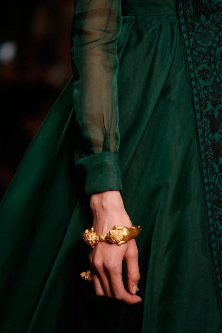 FLASHBACK - Valentino Spring 2014 Ready-to-Wear Collection emerald green. sheer. gold. detailling. #classic #rarepearloves