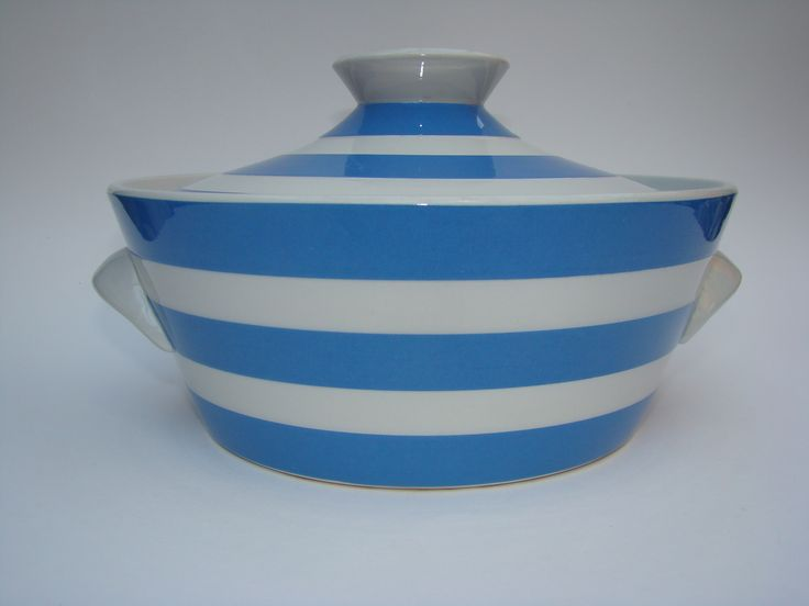 Another piece that was available in the Centre from the T G Green cabinet. #CornishWare #TGGreen #BeritTernell #Kitchenalia  The Berit Ternell casserole was snapped up at a bargain price. Part of the huge haul of 15 crates from the old hardware store we helped to clear.