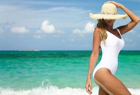 Как ухаживать за волосами на море ? Полезная информация для женщин, кто планирует провести отпуск на берегу моря или океана. Преимущества отдыха бесспорны своей полезностью, но игнорировать некоторые недостатки не стоит. Речь идет о солнечных и лучах и морской воде, которые не лучшим образом влияют на состояние кожи и волос.  Идеальной защитой для ваших волос станет т обычная шапочка для плавания. Защита идеальна, но вот образ, согласитесь, не эстетичен.  Именно солевой раствор вытягивает…