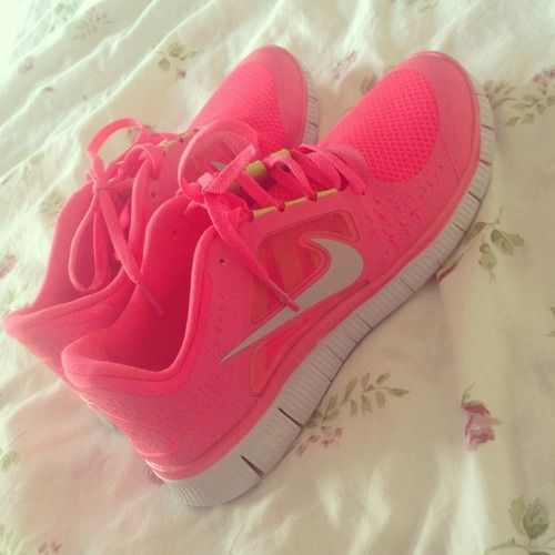pink nike running shoes for women Want these #nike #shoes! Maybe they will motivate me to work out more! :)
