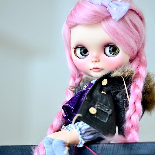 Blythe with pink hair