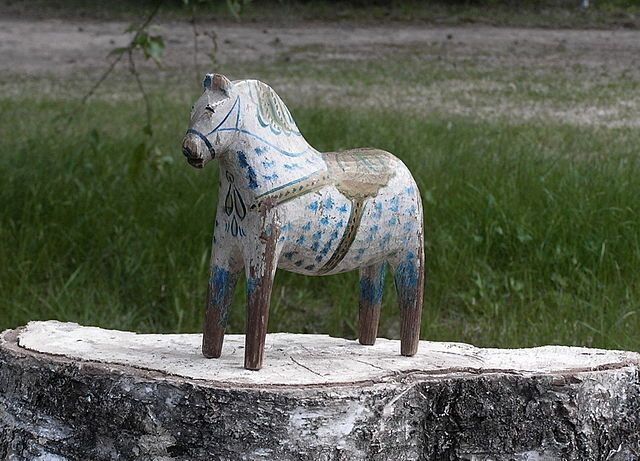 A Dala horse painted by Rytter Olof Matsson, Risa, around 1910.