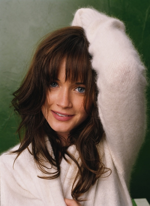 Alexis Bledel - Ana! - Another candid shot of Ana during Jose's photoshoot.