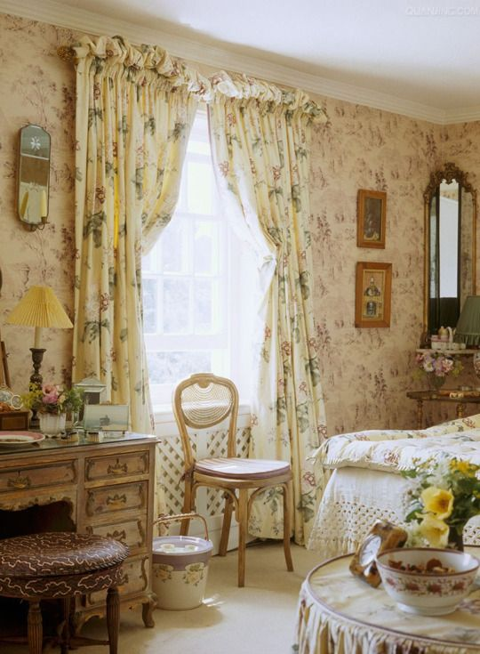 Room of the Day ~ fetching mix of prints in this English bedroom 2.18.2015